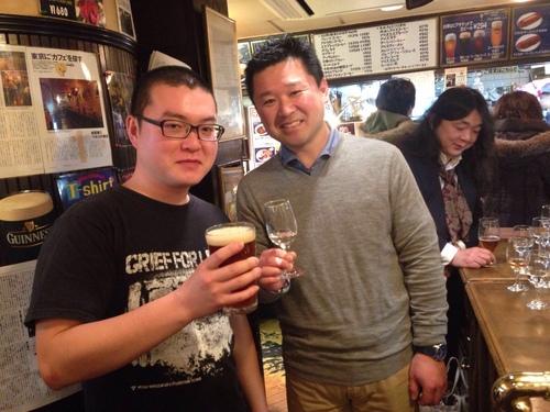 五十嵐さん、お客様と続々乾杯中!上からまちださま、かたのさま、たけださま♪ #湘南ビール #天青_c0069047_14474816.jpg