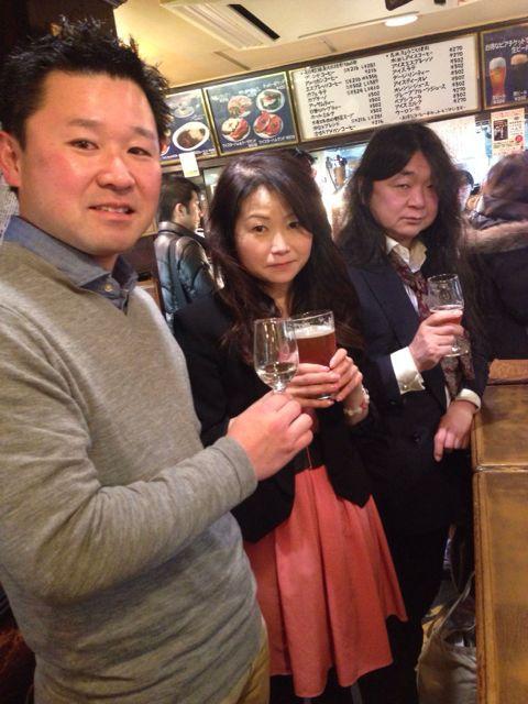 五十嵐さん、お客様と続々乾杯中!上からまちださま、かたのさま、たけださま♪ #湘南ビール #天青_c0069047_14474882.jpg