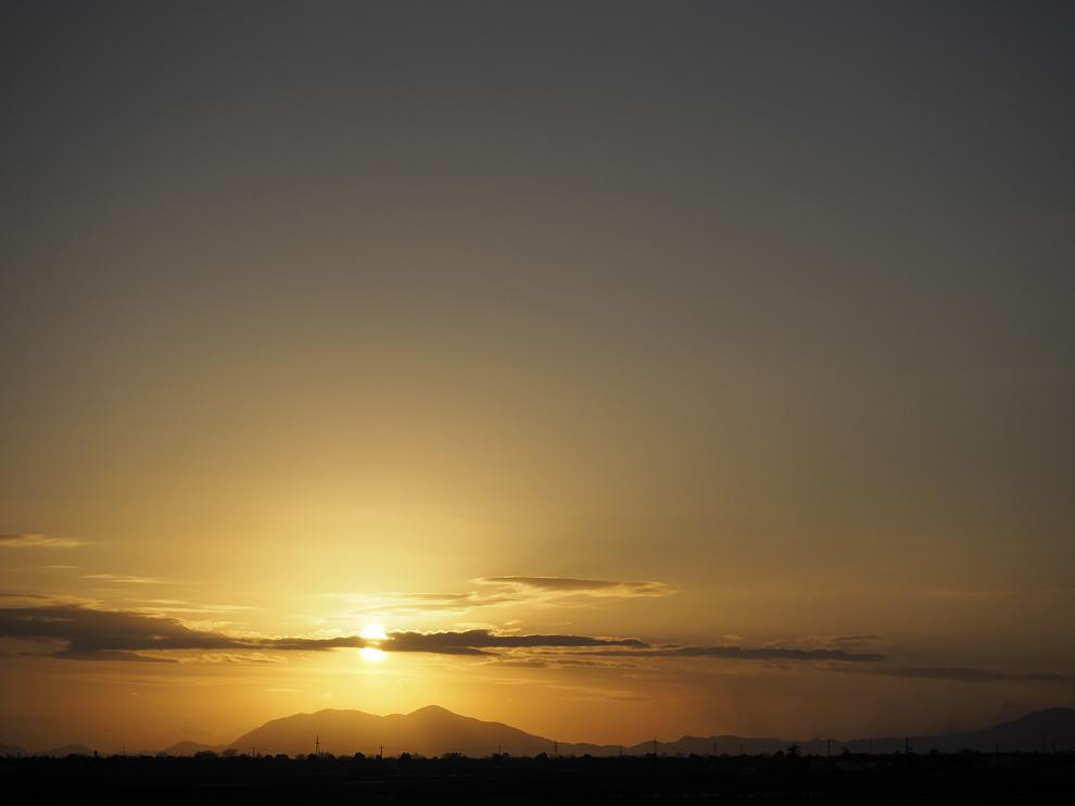 弥彦山に落ちる夕日_e0214470_20490440.jpg