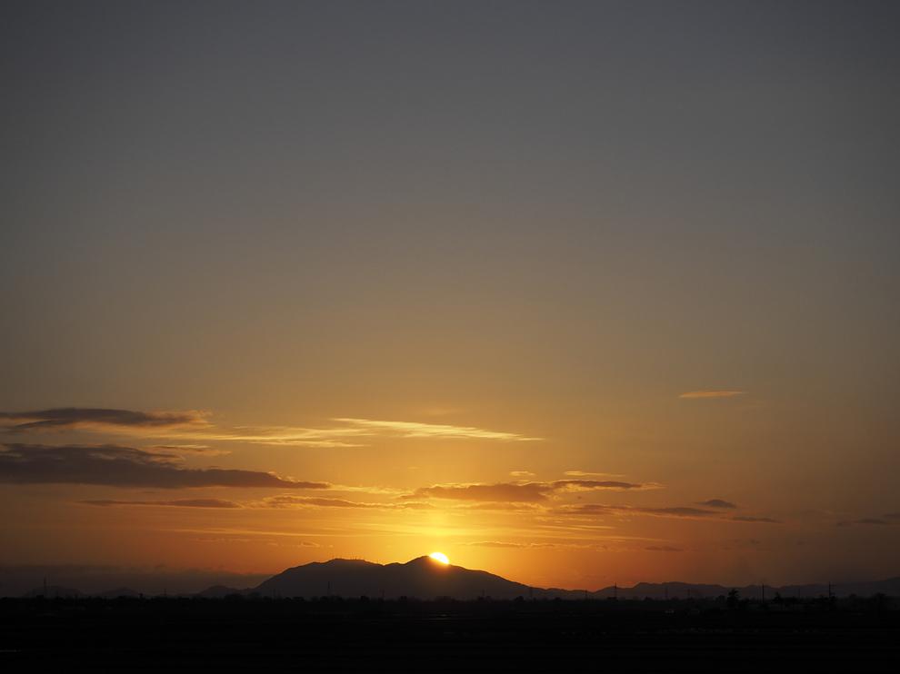 弥彦山に落ちる夕日_e0214470_20491458.jpg