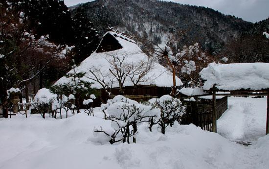 葛川かやぶきの家 雪の中_e0048413_17574459.jpg