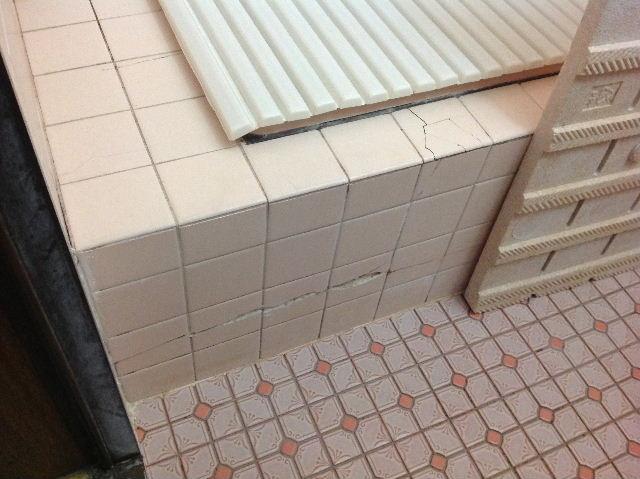浴室タイルとクロス施工_f0031037_19354239.jpg