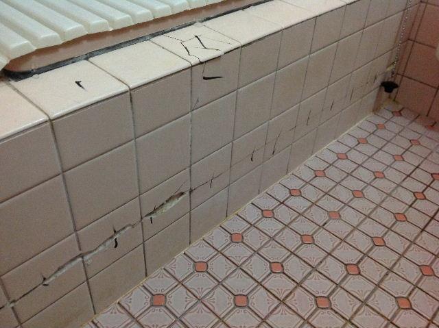 浴室タイルとクロス施工_f0031037_19355296.jpg