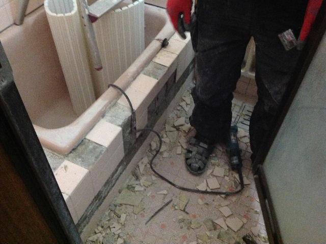 浴室タイルとクロス施工_f0031037_19363066.jpg