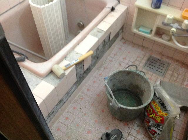 浴室タイルとクロス施工_f0031037_19383331.jpg
