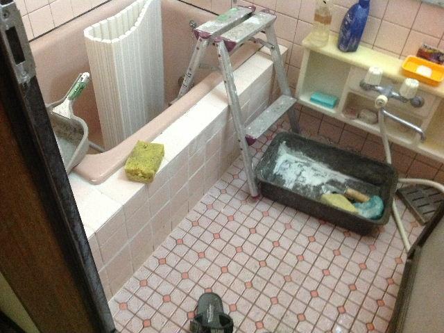 浴室タイルとクロス施工_f0031037_19385157.jpg