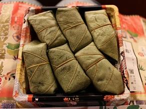 壽初春大歌舞伎 女暫に柿の葉寿司を持っていきました_c0030645_1941427.jpg