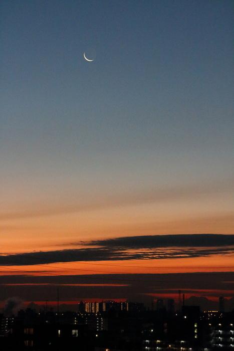 朝焼けと細い細いお月様~☆_d0152261_18103964.jpg