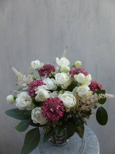 オークリーフ(バラとスカビオサのアレンジメント)_f0049672_14412968.jpg