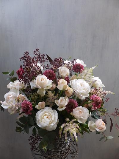 オークリーフ(バラとスカビオサのアレンジメント)_f0049672_14451353.jpg