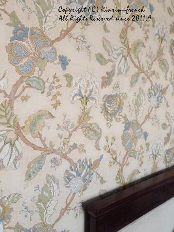 壁紙を貼る♪ 寝室改造計画 3_e0237680_18435485.jpg