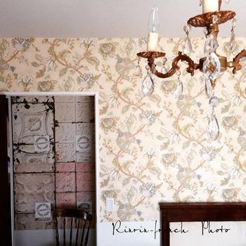 壁紙を貼る♪ 寝室改造計画 3_e0237680_18552030.jpg