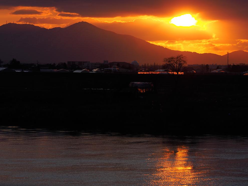弥彦山に落ちる夕日 Ⅱ_e0214470_20151774.jpg