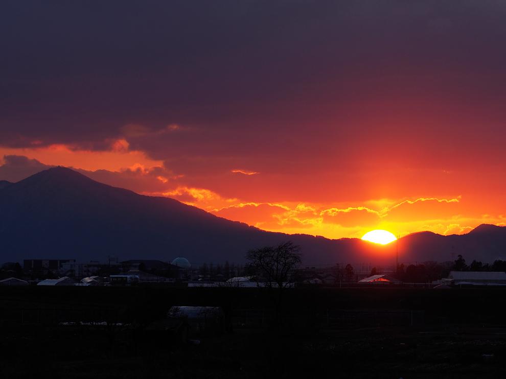 弥彦山に落ちる夕日 Ⅱ_e0214470_20152572.jpg