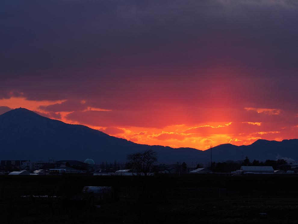 弥彦山に落ちる夕日 Ⅱ_e0214470_20341252.jpg