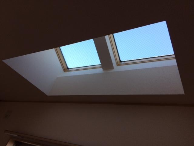 傾斜窓タイプ ロールスクリーン_e0243413_17320666.jpg