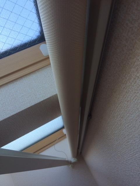 傾斜窓タイプ ロールスクリーン_e0243413_17323173.jpg