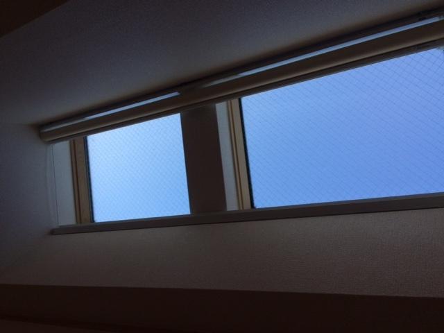 傾斜窓タイプ ロールスクリーン_e0243413_17324818.jpg