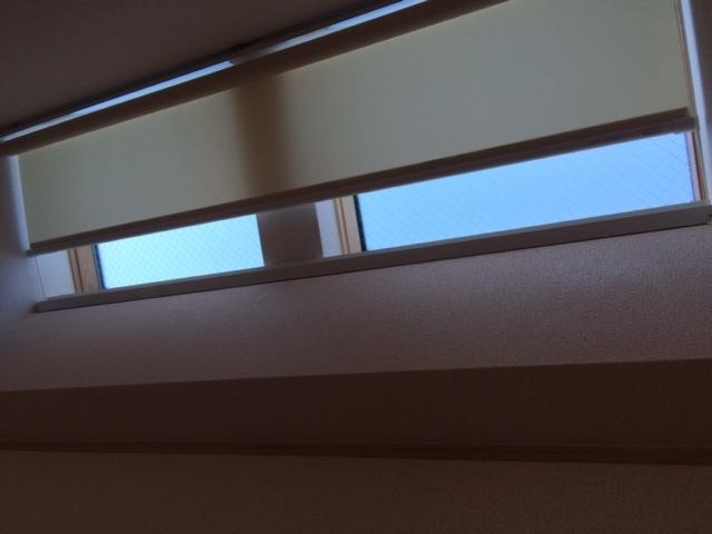 傾斜窓タイプ ロールスクリーン_e0243413_17325428.jpg