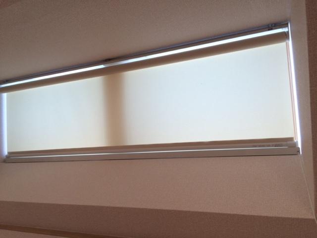 傾斜窓タイプ ロールスクリーン_e0243413_17330200.jpg