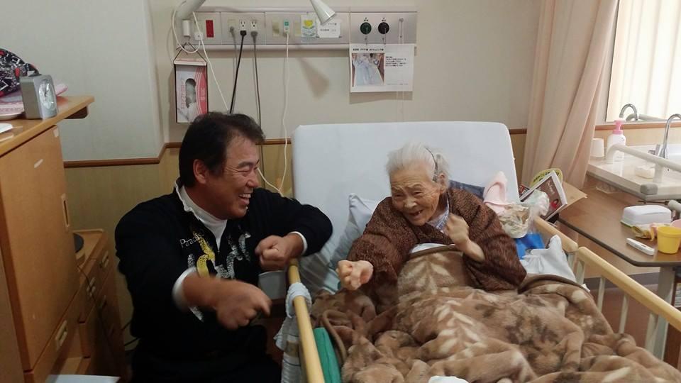 高須賀あや子ちゃん(106歳)いつまでもお元気でいてくださいね。_c0186691_0453916.jpg