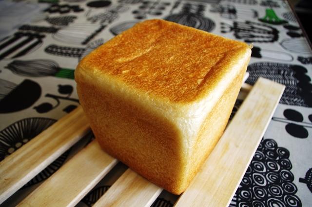 角食パンのホワイトライン_e0167593_227379.jpg