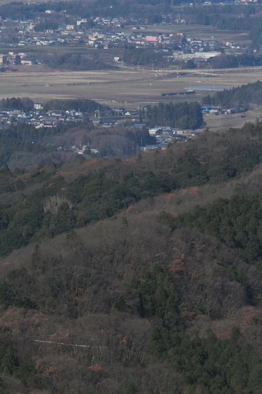 緑の山の向こう、芳賀野を汽車が走る - 2014年冬・真岡鉄道 -  _b0190710_2347666.jpg