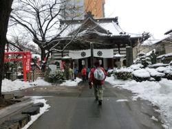 雪の善光寺_f0019247_1656156.jpg