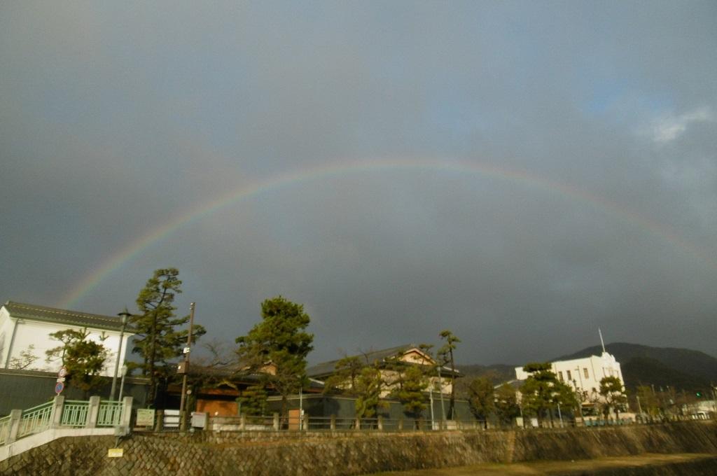 虹を見ました。_f0205367_15001675.jpg