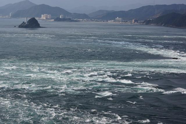 瀬戸内海国立公園と鳴門の渦潮、瀬戸大橋の夕焼け_d0181492_2113437.jpg
