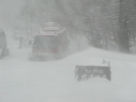 吹雪の朝_e0120896_07572049.jpg