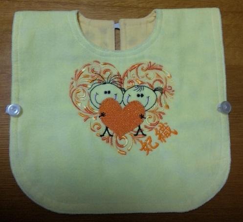 エプロンのお名前刺繍に蓄光糸を使いました♪_c0316026_17223861.jpg