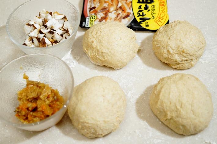 自家製麹酵母パン【五目ご飯の素と自家栽培椎茸を巻き込みました^^】_b0033423_16521591.jpg