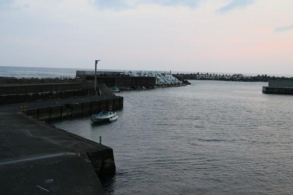 暮れゆく漁港_e0292172_20341587.jpg