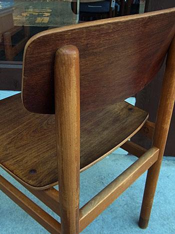 school chair_c0139773_17113981.jpg