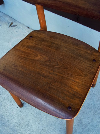 school chair_c0139773_17115511.jpg