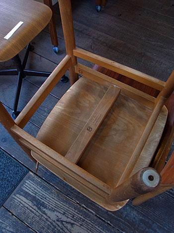 school chair_c0139773_17121927.jpg