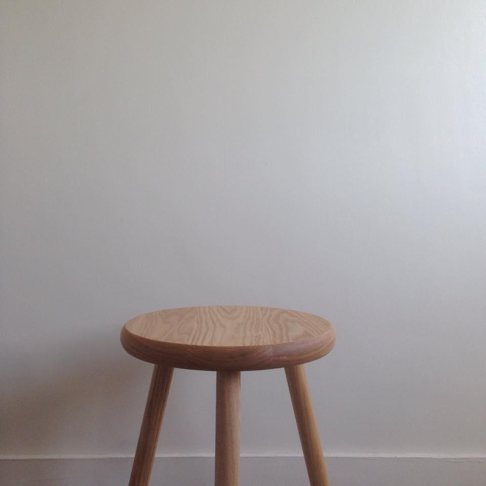 3本脚スツール Three legs stool_c0211761_22403493.jpg