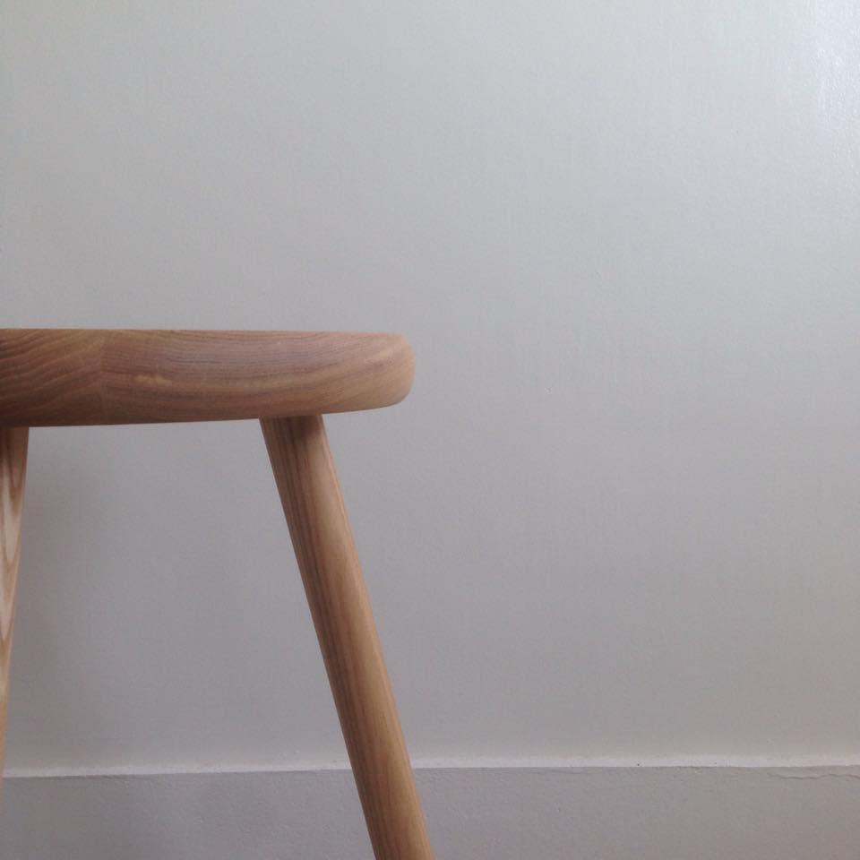 3本脚スツール Three legs stool_c0211761_22405286.jpg