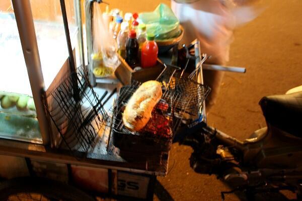 サイゴン : 朝のバインミー、夜のバインミー_e0152073_0404817.jpg