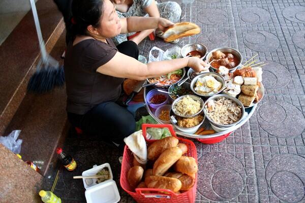 サイゴン : 朝のバインミー、夜のバインミー_e0152073_0412864.jpg