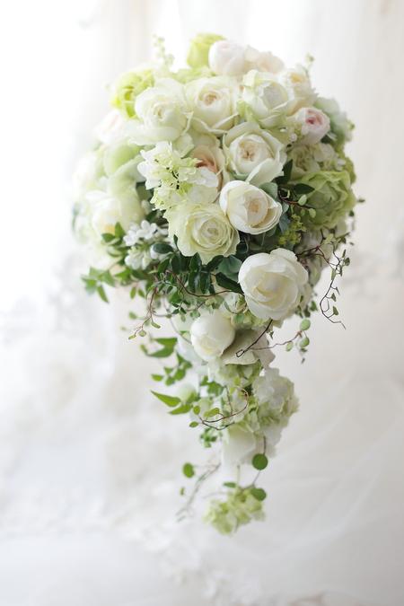 セミキャスケードブーケ 白のバラにうすいピンク、クラシカル&ナチュラルに 2月3月のお知らせいろいろ_a0042928_12223213.jpg