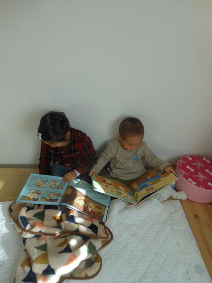 家族で読書_e0035344_19425314.jpg