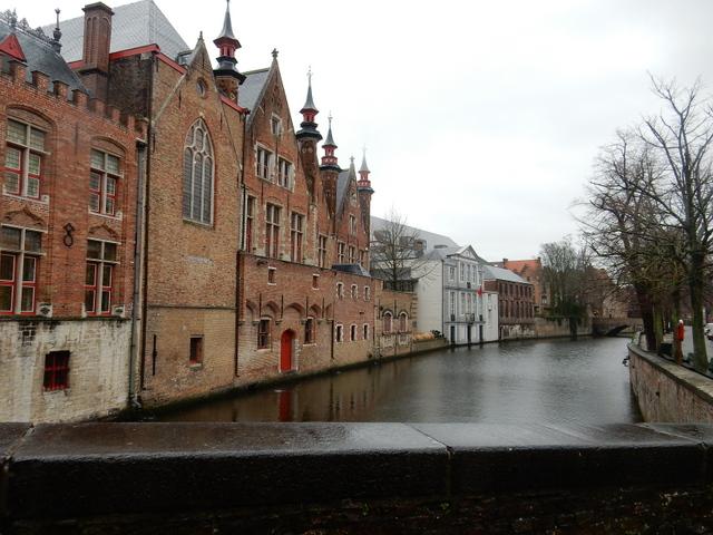 ベルギー・オランダの旅6~雨の中のブルージュ_e0326953_16423482.jpg