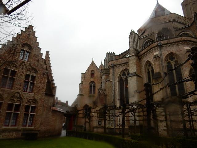 ベルギー・オランダの旅6~雨の中のブルージュ_e0326953_1643305.jpg
