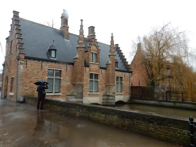 ベルギー・オランダの旅6~雨の中のブルージュ_e0326953_16554937.jpg