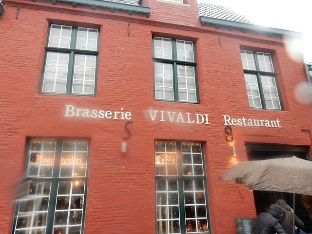 ベルギー・オランダの旅6~雨の中のブルージュ_e0326953_1656506.jpg
