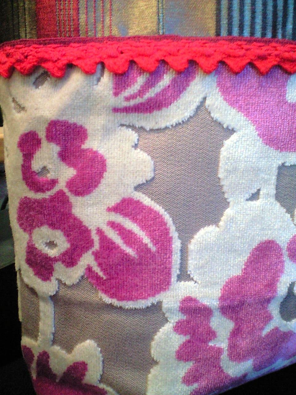 花柄ベルベットのバッグ『アイフィンガー』_c0157866_17352160.jpg