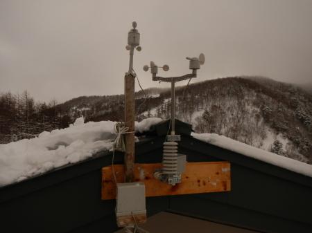 気象観測計の設置_e0120896_07442545.jpg