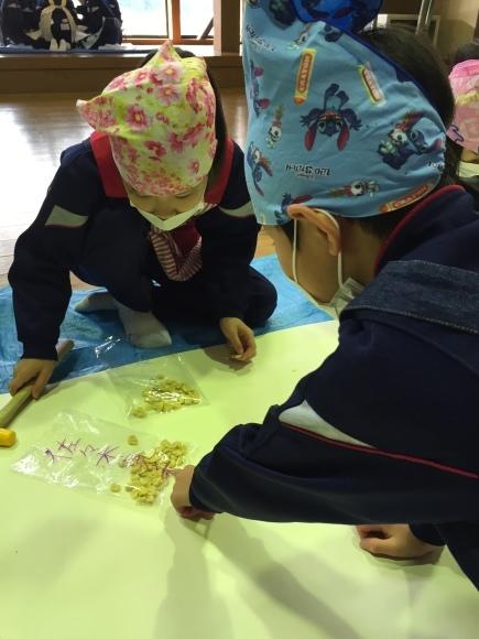 『大豆の加工の体験してみたよ!!』南中山小学校3年生の皆さん_e0061225_16132035.jpg